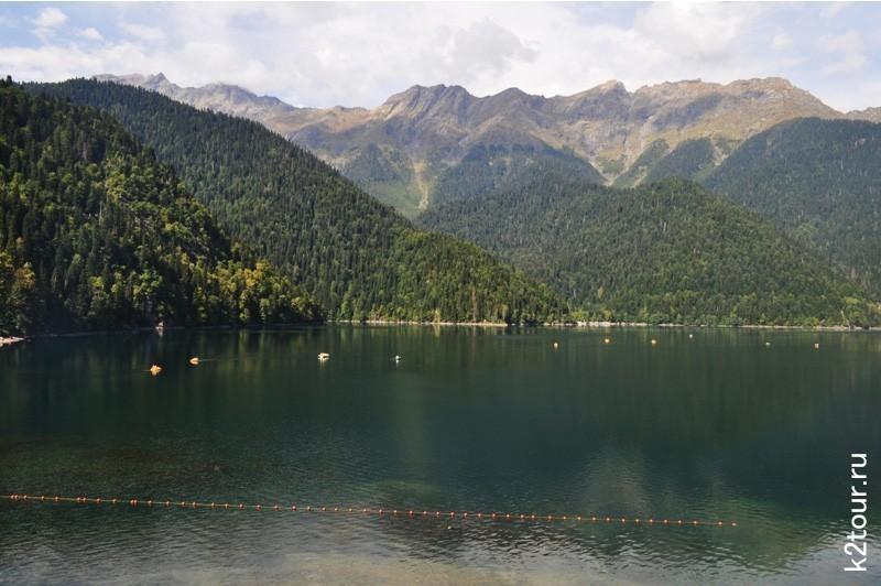 озеро Рица летом