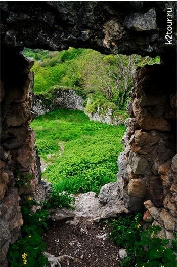 окно из крепости Абахуаца